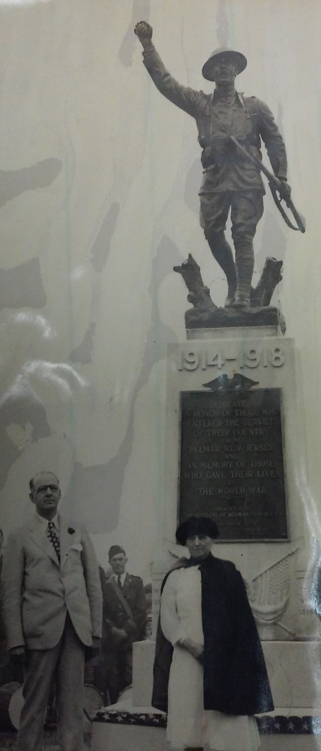 Image of the dedication of the statue in 1930.