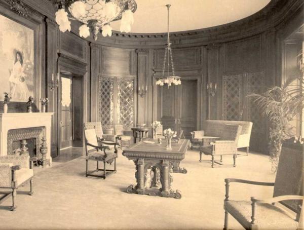 Living room. Library website.