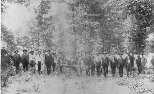 An image depicting Douglas' Texas Battery at an 1886 reunion. Retrieved from Sons of Confederate Veteran's at: http://www.b17.com/civilwar/scv/reunions.htm