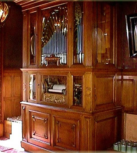 One of the mansion's favorite attractions, a self-playing organ.