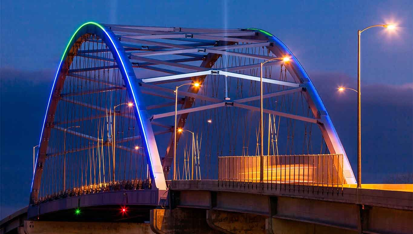 The bridge opened in 2012 and features aesthetic lights along the arch that are utilized for light shows and to commemorate special occasions.