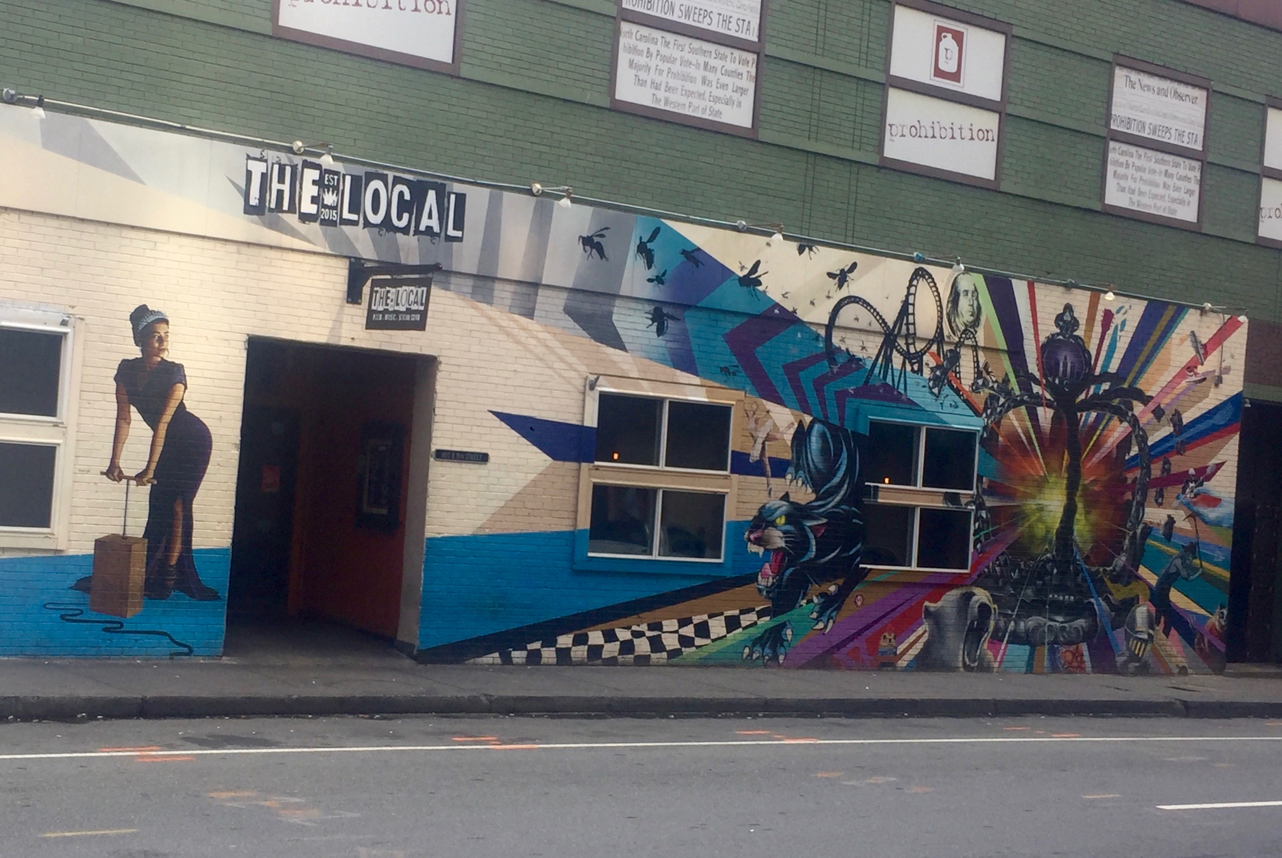 Building, Azure, Window, Graffiti