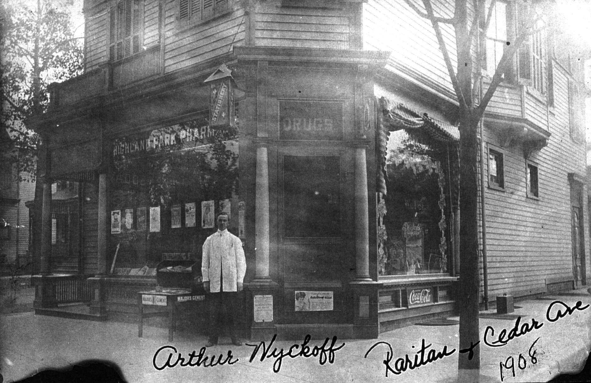 Hoagland's Highland Park Pharmacy in 1908