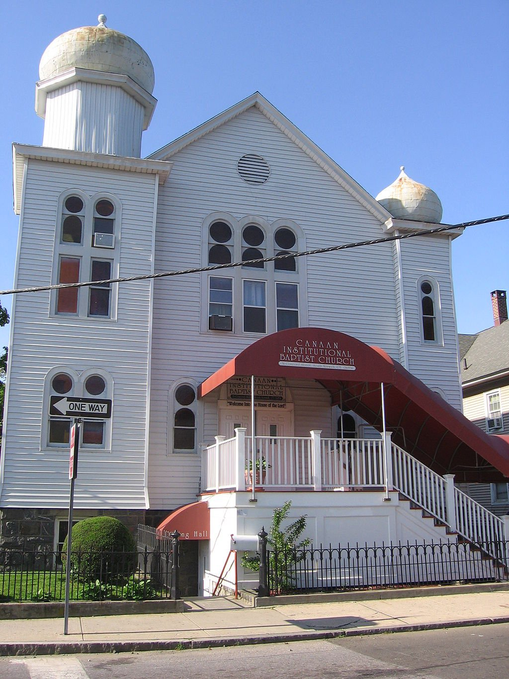 The former Beth Israel Synagogue is now the Canaan Institutional Baptist Church. The building is unique in that it is the only known Jewish temple in the state featuring onion domes.