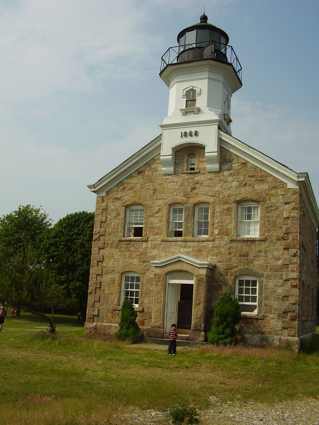Sheffield Island Light is a museum operated by the Norwalk Seaport Association, which offers ferry rides to the island.