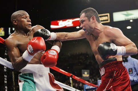 Mayweather slipping a shot from De La Hoya