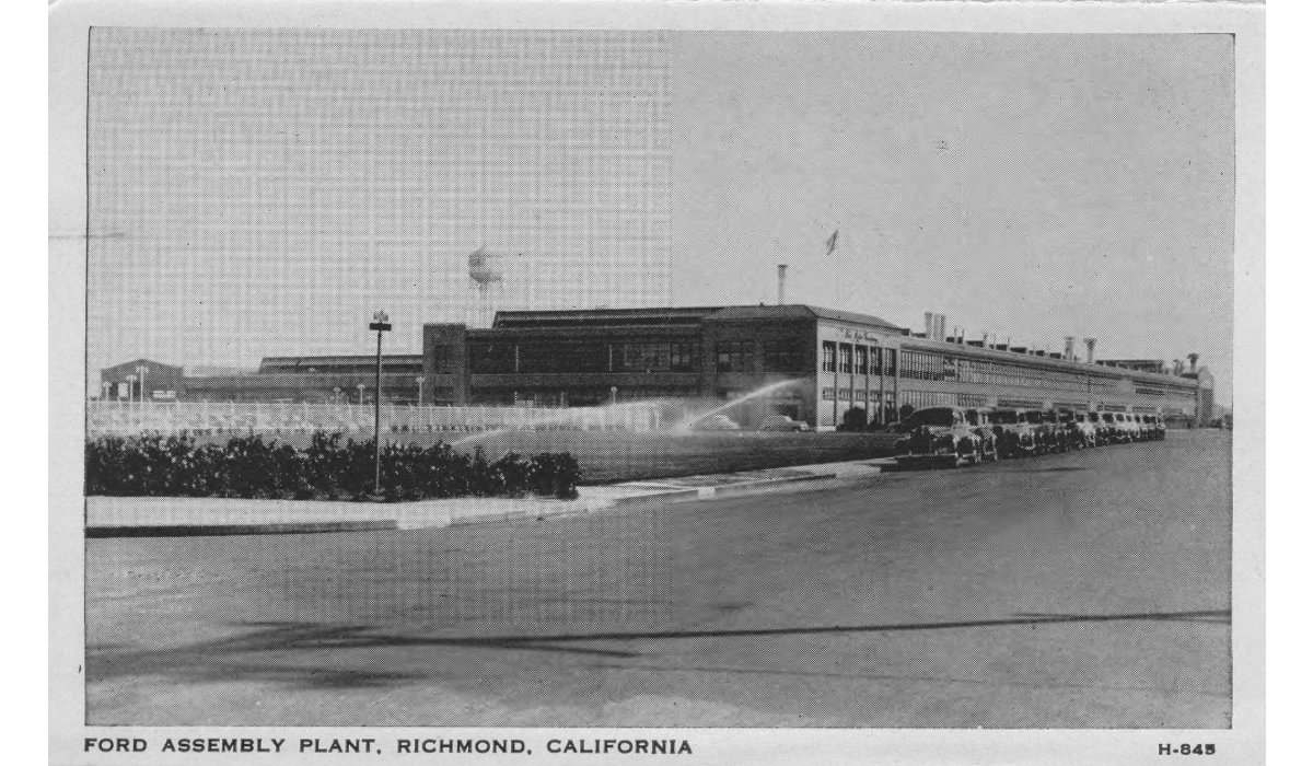 A postcard view of the Assembly plant in the 1940s. Peak employment at the 500,000 square foot facility was roughly 10,000 (Richmond Public Library).