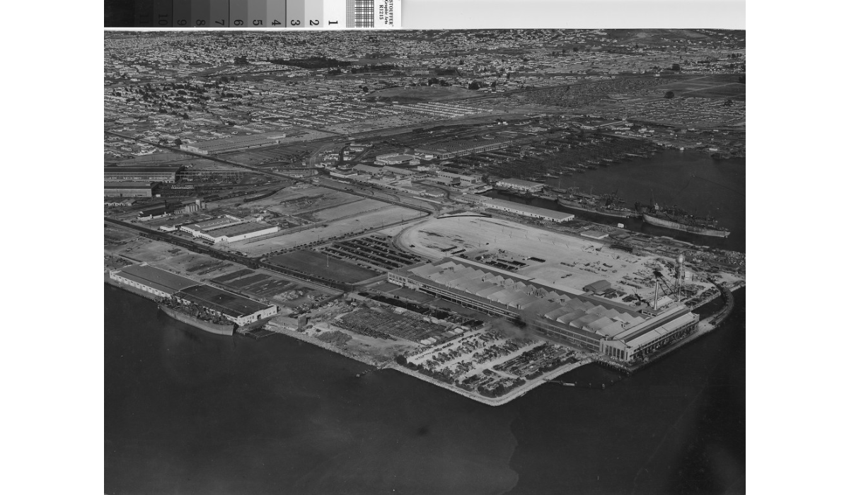 A 1940s aerial of the plant (center) and surrounding shipyards (Kaiser Yard 2 in background). Note the distinctive sawtooth monitors on the Assembly Plant's roof (Richmond Public Library).