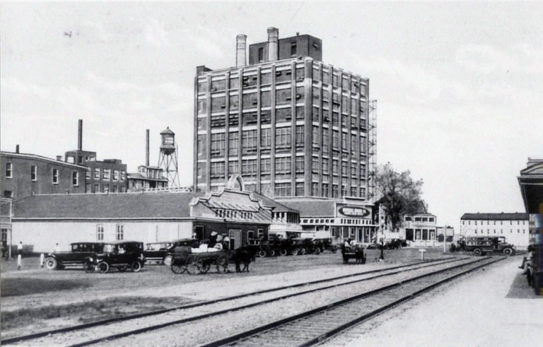The Imperial Sugar refinery as seen in the early 1920s.