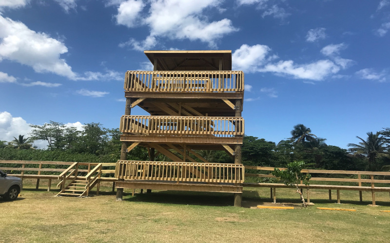 The viewpoint in the Great North Park in Hatillo has three floors, so the visitor has different angles of view.