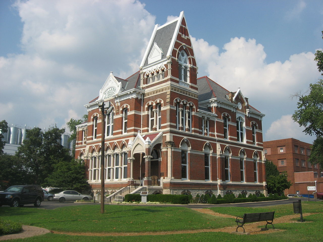 Willard Library was built in 1885 and is one of Evansville's more notable landmarks.