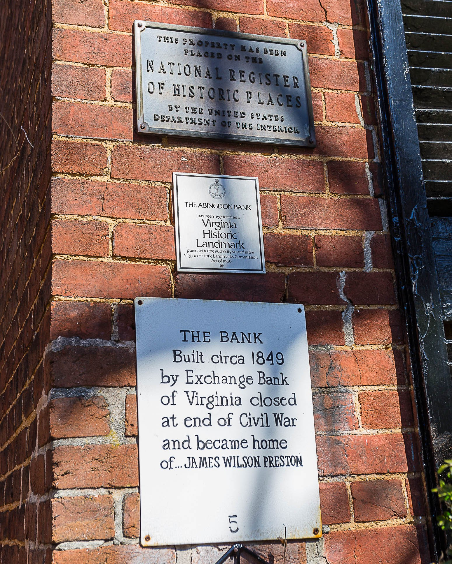 Historic plaques located on the Abingdon Bank building