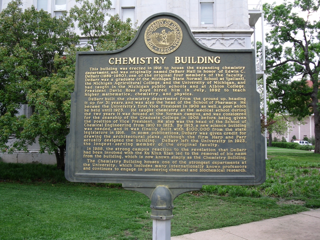 In front of the Chemistry Building stands its information sign, providing people with an overview of the buidling's history.