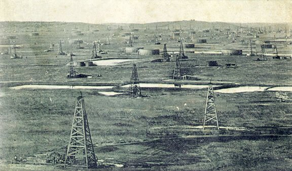 The GlennPool Field with all its drilling wells. This picture is undated but it was probably taken during the site's rapid expansion between 1907 and 1928.