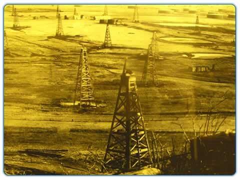 Another picture of the GlennPool Oil Field. It seems that the field stretches as far as the eye can see.