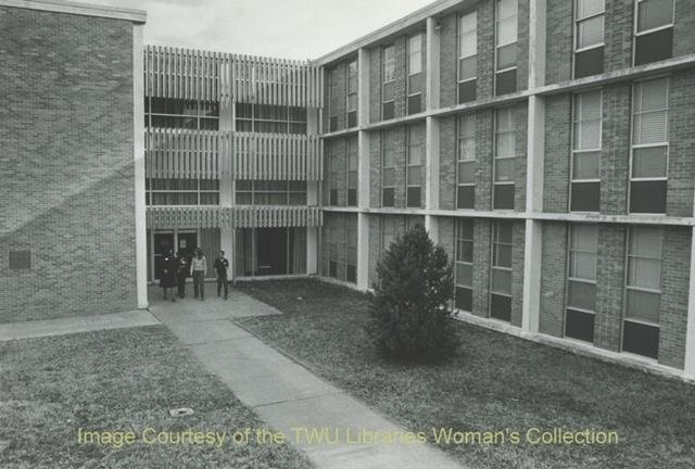 Jones Hall outside showcasing the courtyard. Courtesy of the Texas Woman's University Women's Collection.