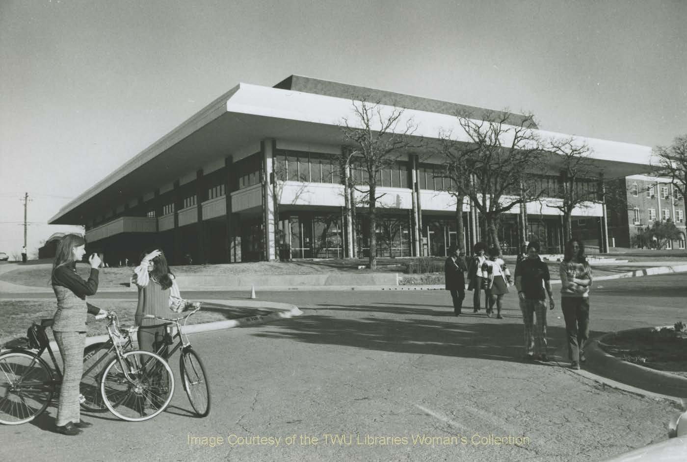 Mary Eleanor Brackenridge Student Union: Picture taken in 1973-1974.