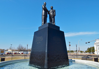 The statue at Unity Point Park