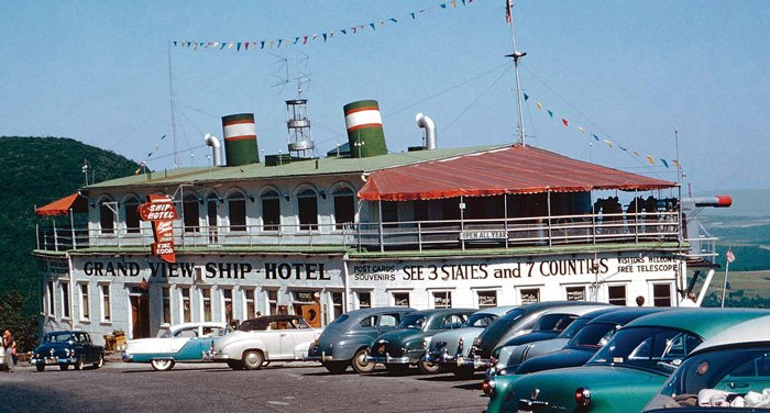 The S.S. Grand View Ship Hotel in 1956. Photo by Bob Will.