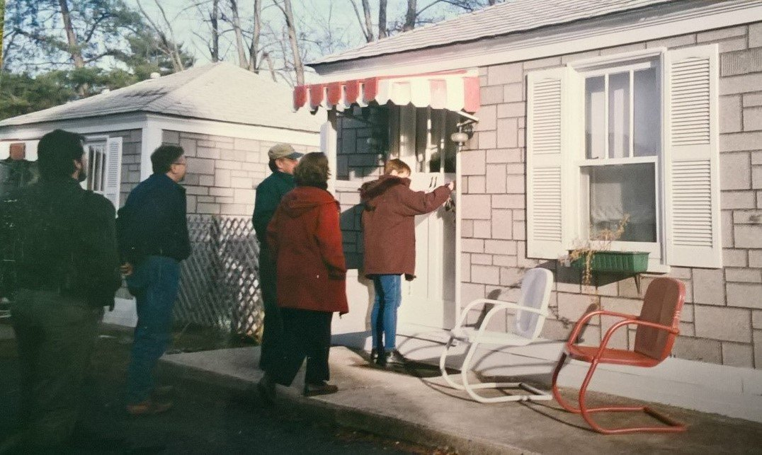 Each cabin has a front porch which overlooks a common courtyard, which is great for family and community events (Lincoln Highway Heritage Corridor Archives).