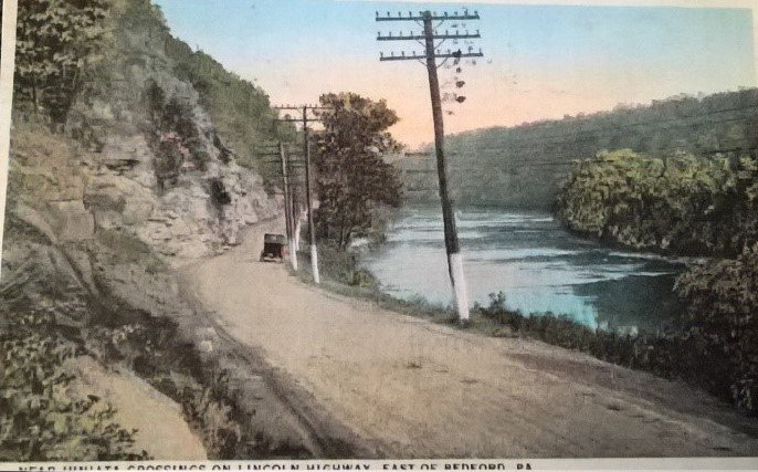 A postcard depicting the Lincoln Highway just east of Bedford, PA (Lincoln Highway Heritage Corridor Archives).