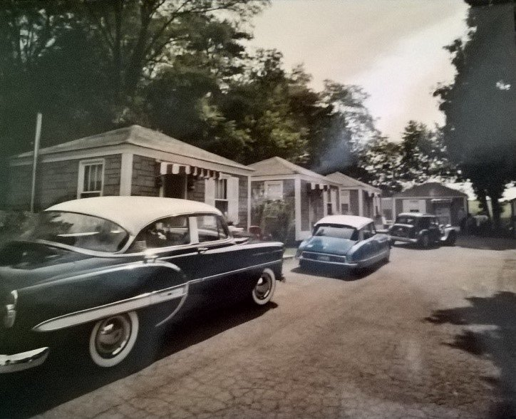 Although they are rare today, motor courts were very popular before large hotel companies(Lincoln Highway Heritage Corridor Archives).