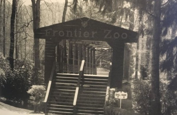 A zoo featuring animals such as raccoons, foxes, and porcupines was added to Idlewild's attractions in 1965. It later became the New Zoo Revue in 1985 and was later replaced by Racoon Lagoon in 1990.