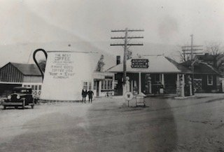 The Coffee Pot in its original state next to the Koontz service station. It was a common stop for many travelers who used the Lincoln Highway in their travels.