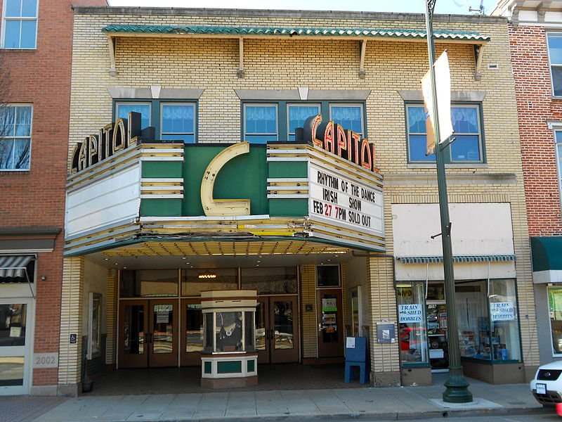 The modern-day front of the Capitol Theatre shows the old-fashioned ticket booth where people still purchase show tickets, and the front shows the theater's endurance through the passage of time. Photo Courtesy of Smallbones, Wikimedia Commons.