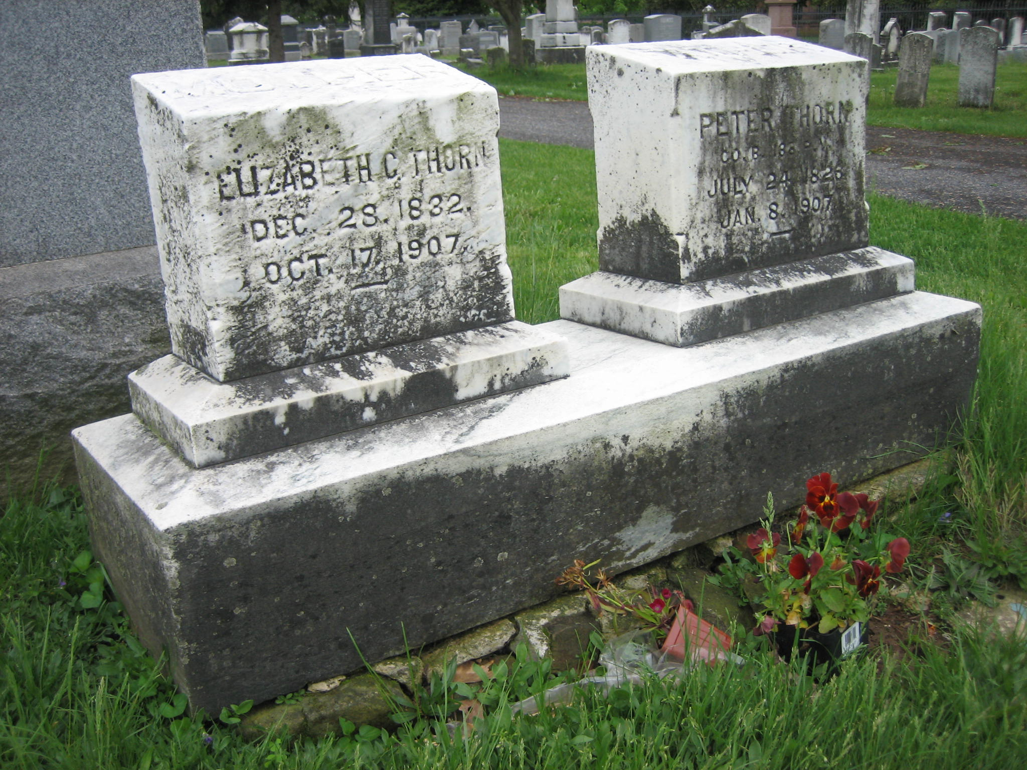Peter and Elizabeth Thorn graves
