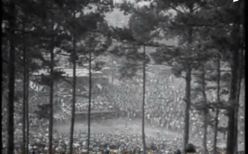 Picture of the speakers' stand from the ridgeline.  Photo Courtesy of British Pathe