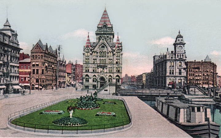 Postcard: Syracuse Savings Bank in Clinton Square, 1920