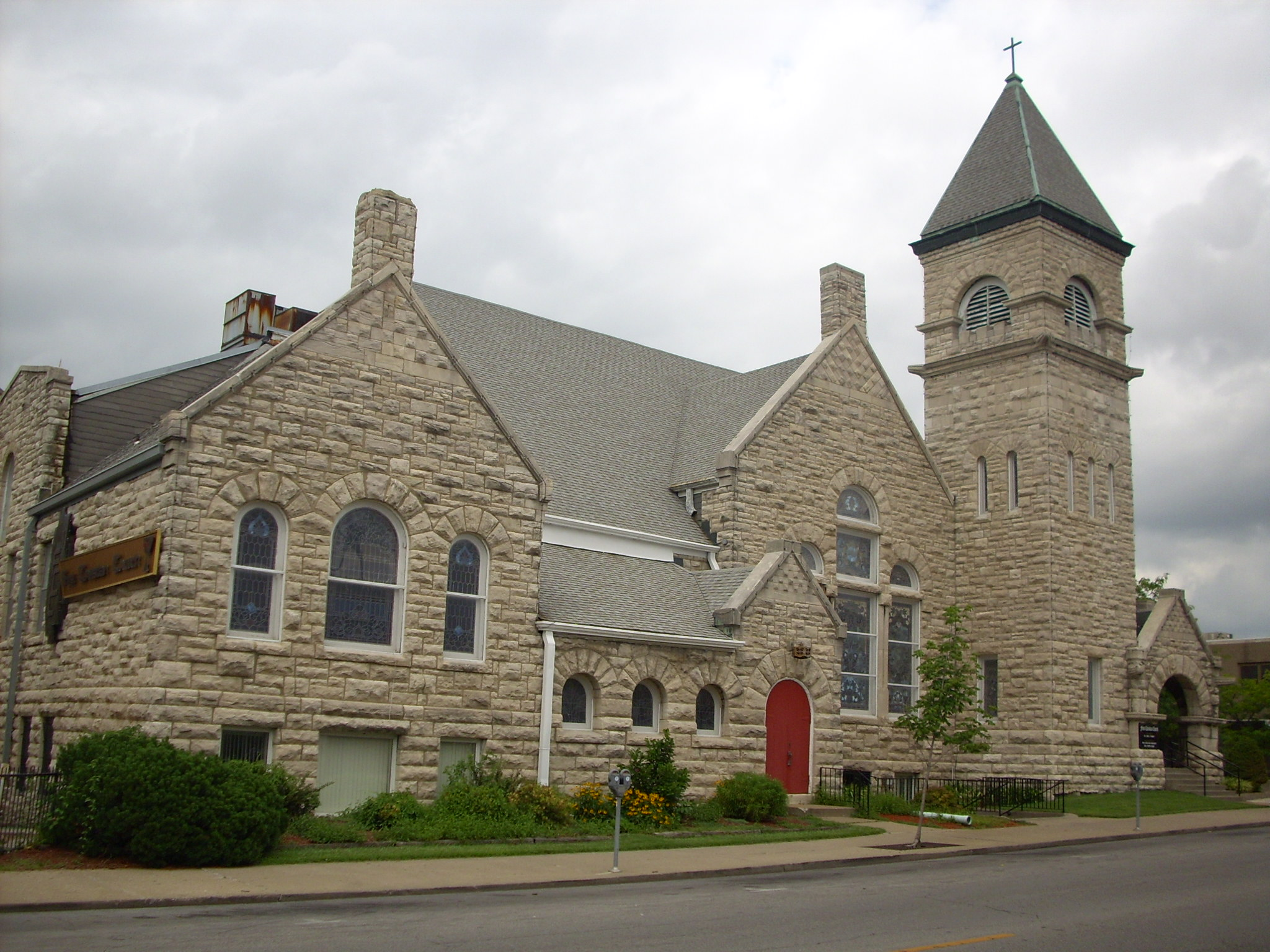 2009 photo of the First Christian Church of Columbia, Missouri.