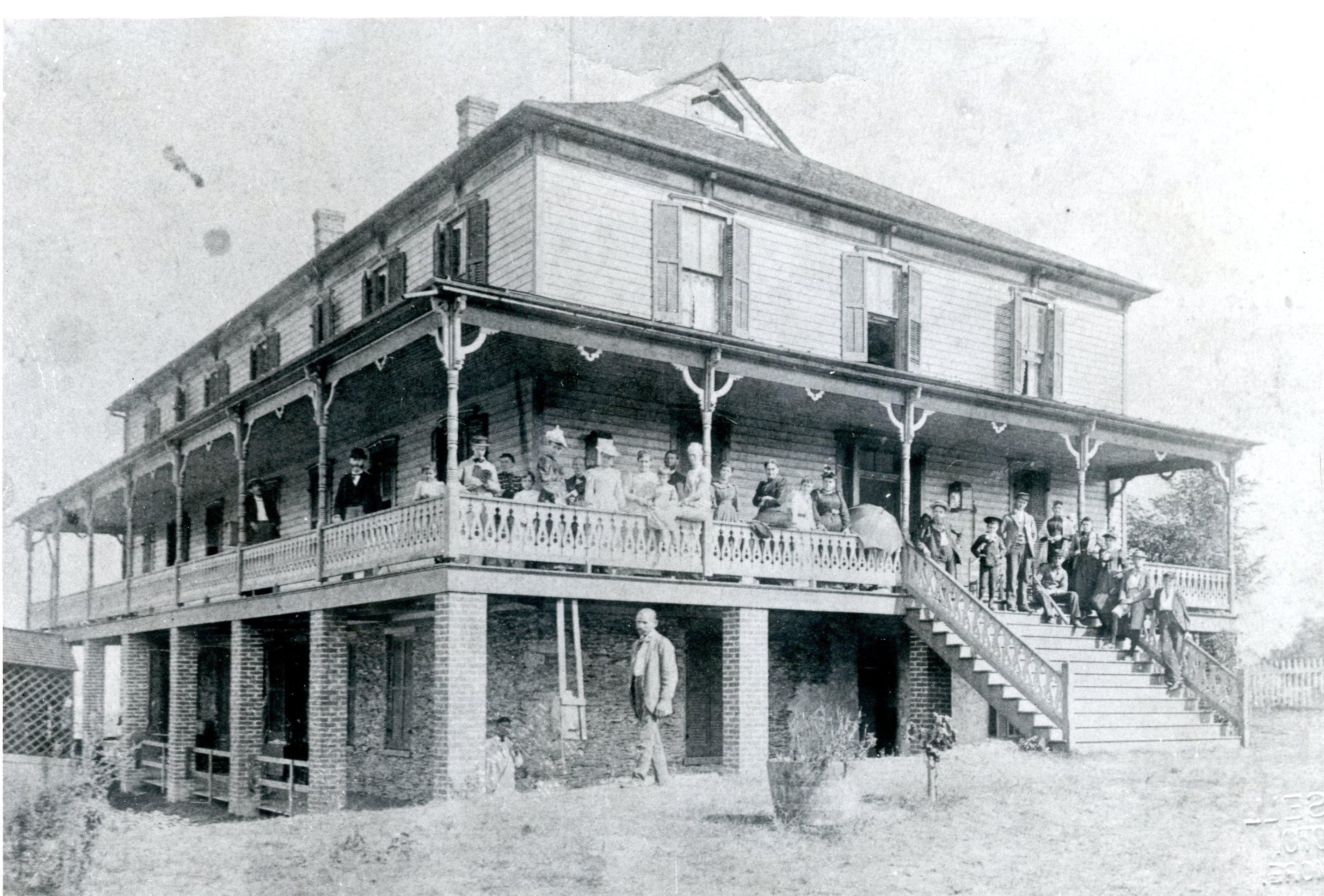 Hilltop House Hotel, 1892-1893