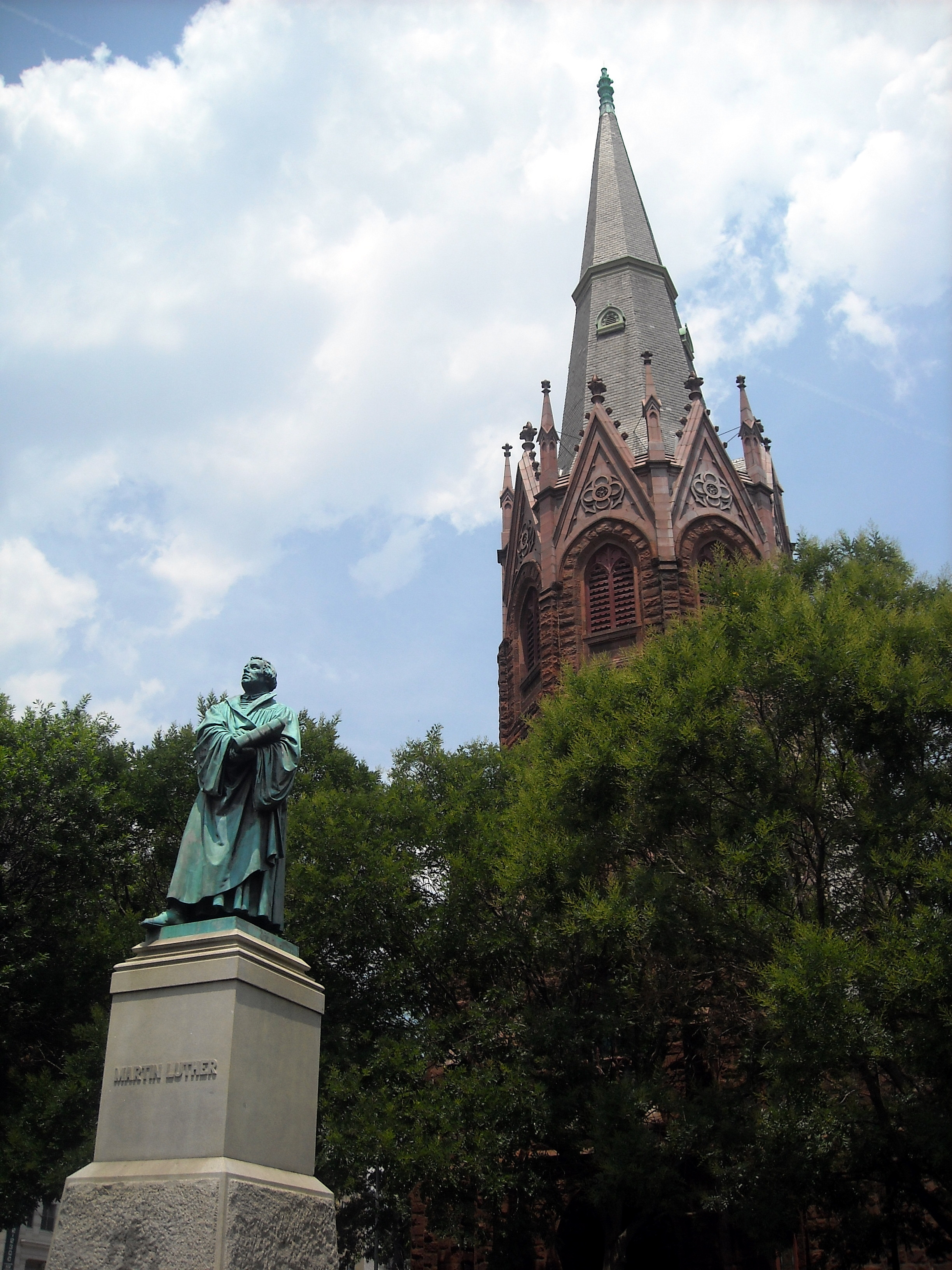 Luther Place Memorial Church and Martin Luther Statue by AgnosticPreachersKid on Wikimedia Commons (CC BY-SA 3.0)