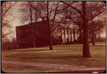 Peabody Hall as photographed by David Lewis Earnest (in color and from a wider perspective). This photo was taken between 1930 and 1950 and is part of the Earnest Photographs Collection, courtesy of the Hargrett Rare Book and Manuscript Library.