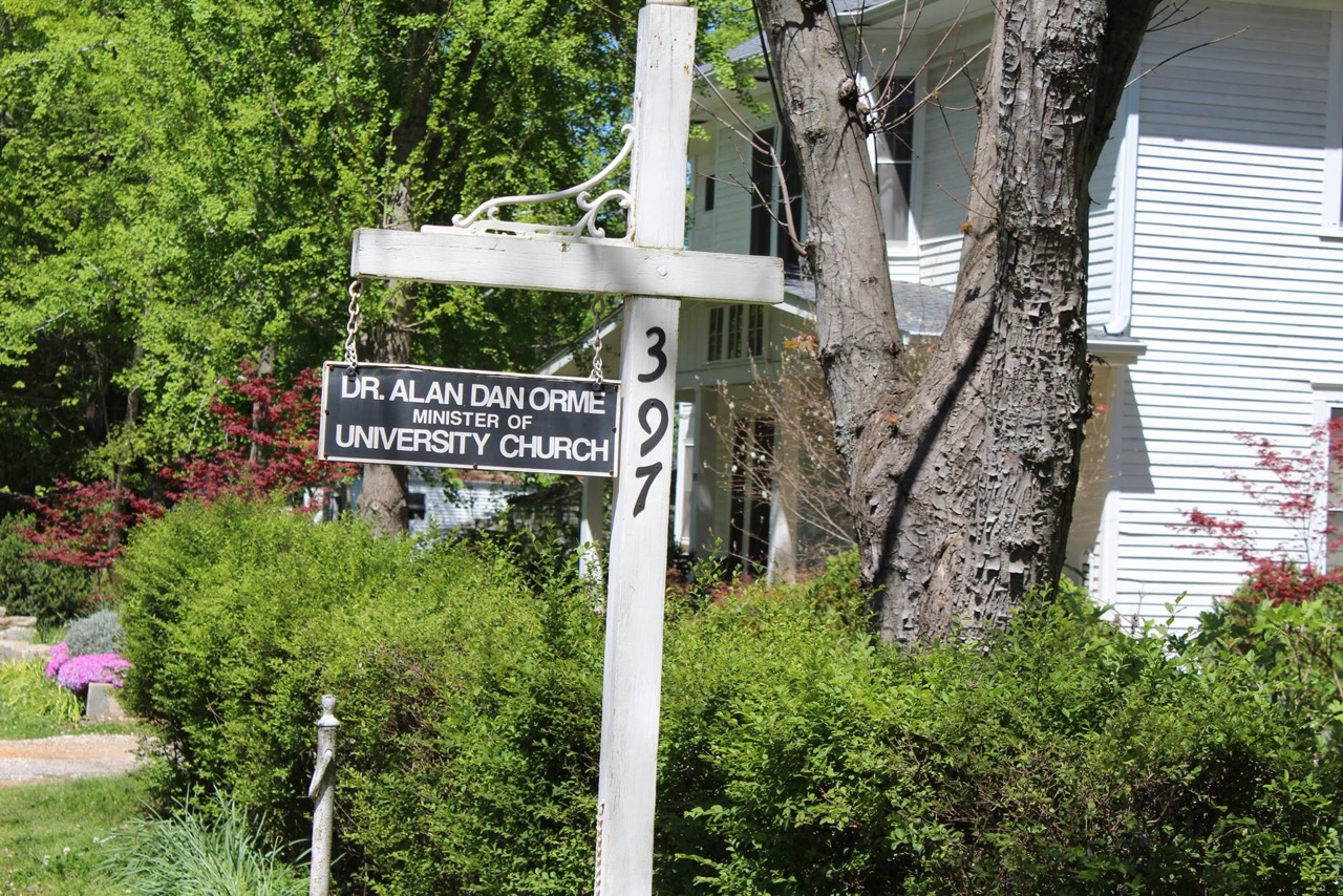 The University Church road sign.