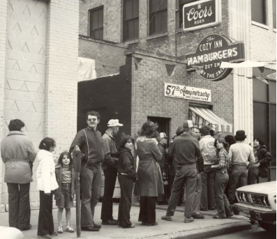 This image shows how popular The Cozy Inn was as eager customers waited in line. People would line up in order to get their 5 cent burger and were truly excited.