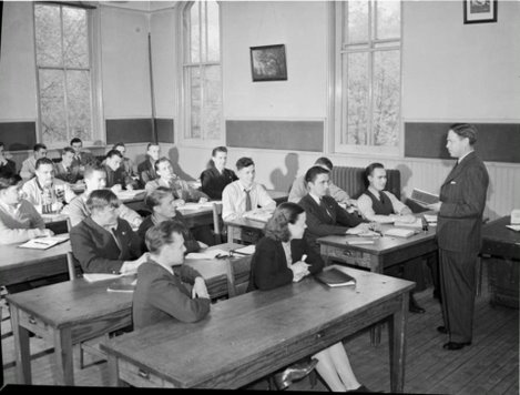 Veterans in class at Talbot Street School