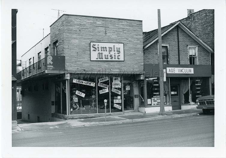 620-622 N. Milwaukee Avenue, circa 1974-1976