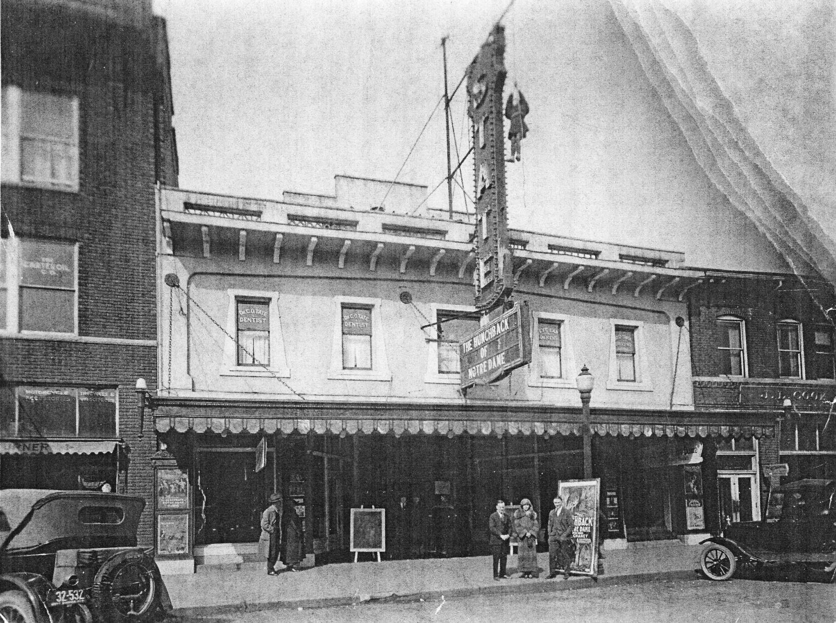 "The State Theater in 1939, showing ""The Hunchback of Notre Dame"""