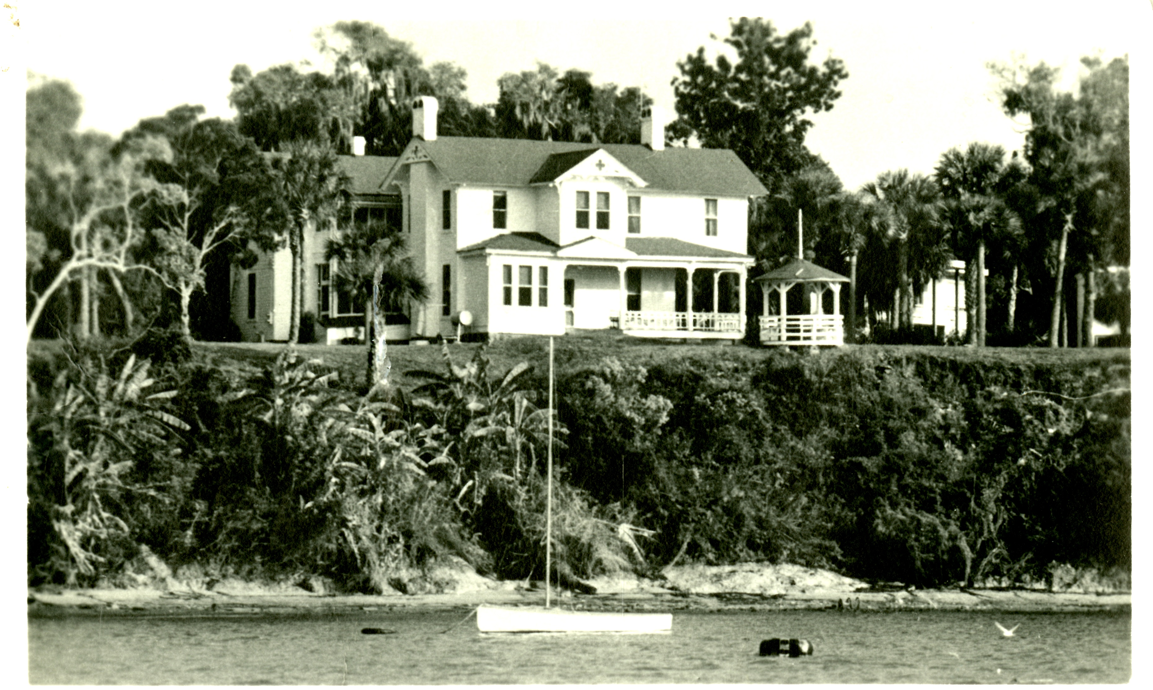 House of Seven Gables at its original location located on Clearwater Bluffs, c. 1960.