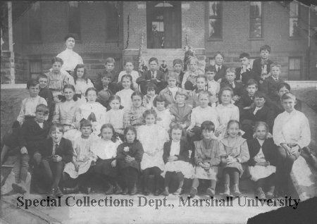 Oley Elementary 4th grade class, 1906