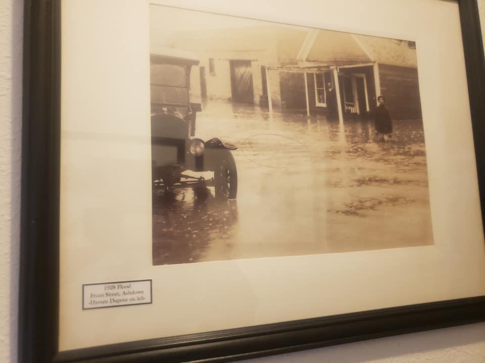 1928 Flood. Front Street, Ashdown-Hymee Dupree on left.