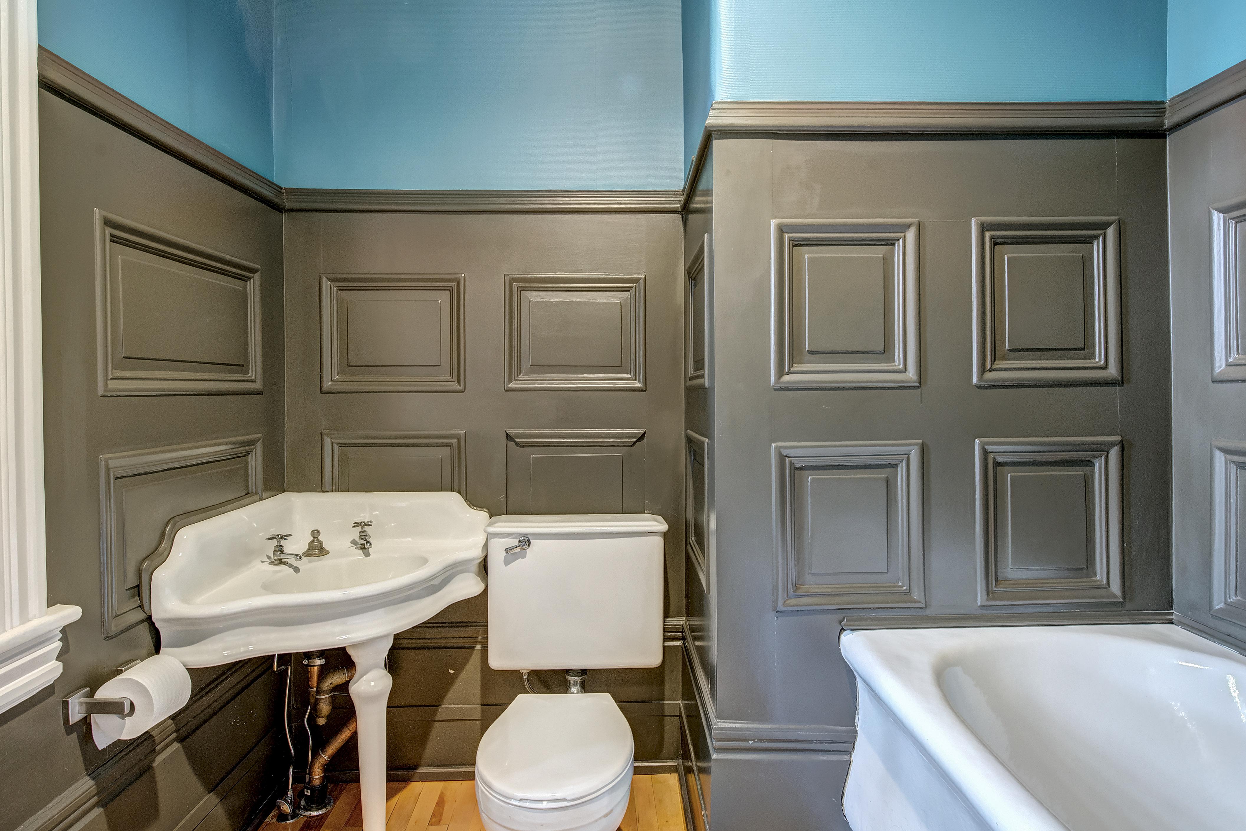 Image 3, Senator's Private Bathroom adjoining the Sitting Room.