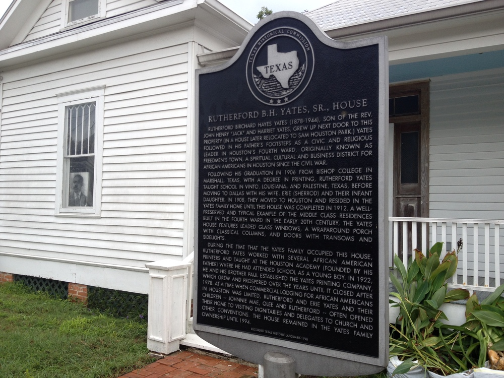 The historical marker in front of the house