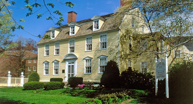 The John Paul Jones House features Georgian architecture and a gambrel roof.