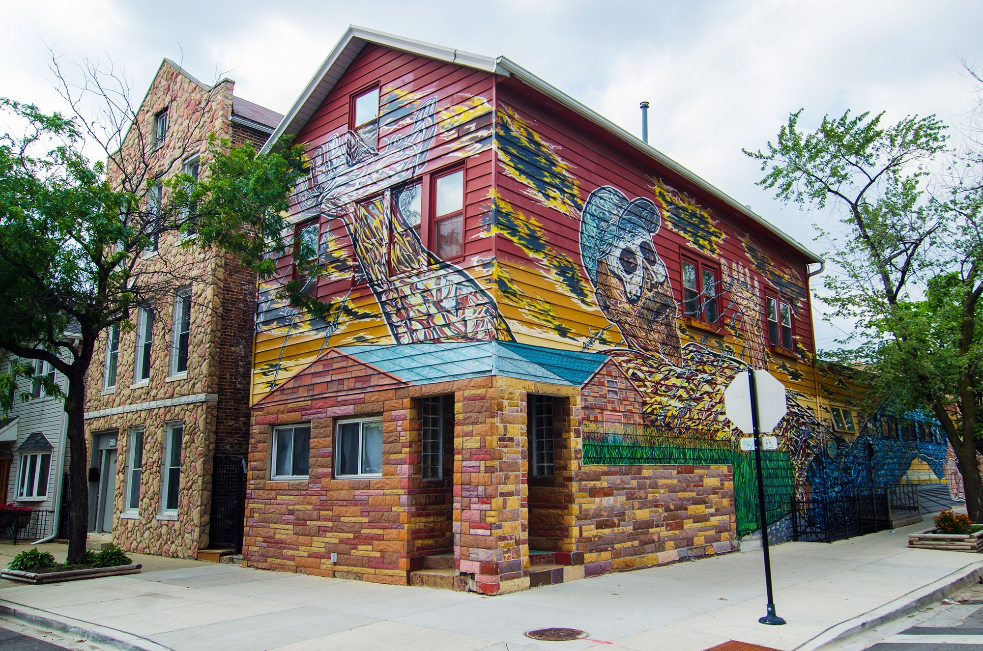 "Hector Duarte's home studio, covered by the mural ""Gulliver in Wonderland,"" is located at the corner of Cullerton and Wolcott in Pilsen (courtesy of Eric Allix Rogers)."