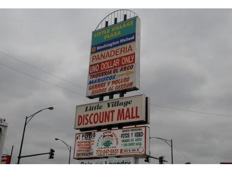 The signs leading to the discount mall are all in Spanish, exhibiting the concept of Latino Urbanism as Latinos re-appropriate the area to reflect their language and culture. Source: Landwehr, Amanda. Little Village Gains Financial and Cultural Profi
