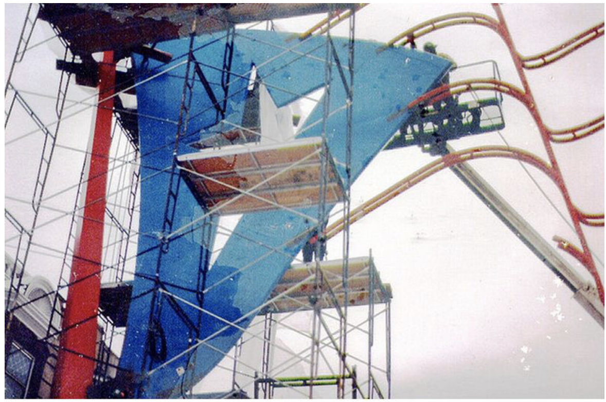 Construction of the flag arches in the winter of 1994-1995